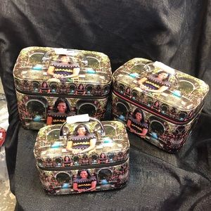 Seats of 3 Michelle Obama's makeup 💄 bags on sale